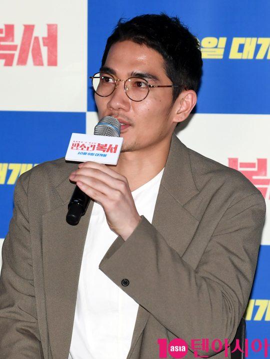 배우 김희원이 30일 오후 서울 한강로3가 CGV 용산아이파크몰점에서 열린 영화 '판소리 복서' 언론시사회에 참석하고 있다.