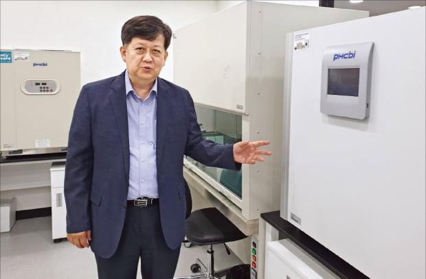 한규범 파이안바이오테크놀로지 대표가 서울 연구소에서 미토콘드리아 기반 신약 개발 과정을 설명하고 있다.  /박영태 기자