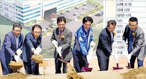 파나시아는 17일 부산 강서구 미음산업단지에서 제2공장 기공식을 열었다.  /김태현 기자