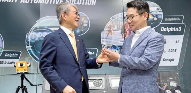 최기영 과기정통부 장관, 텔레칩스 본사 방문