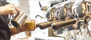 [김보라의 알쓸커잡] 커피, 가을에 더 맛있는 이유