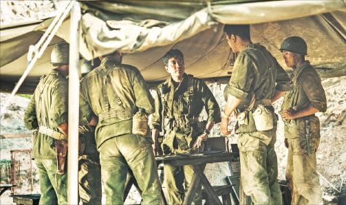 영화 '장사리:잊혀진 영웅들'의 한 장면.  워너브러더스코리아 제공