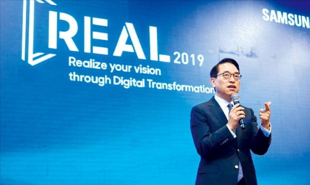 홍원표 삼성SDS 대표가 지난 5월 서울 신라호텔에서 열린 'REAL 2019' 행사에서 기조연설을 하고 있다. 삼성SDS 제공