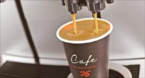 바리스타·고가 장비…뜨거운 편의점 커피전쟁