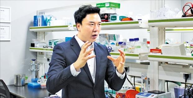류진협 바이오오케스트라 대표가 RNA 기반 치매 치료제를 설명하고 있다.  바이오오케스트라 제공