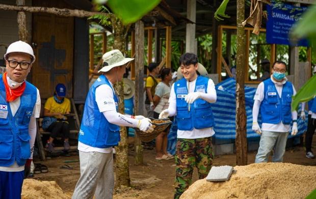스마일게이트 직원들, 태국 푸켓에서 건축 봉사활동