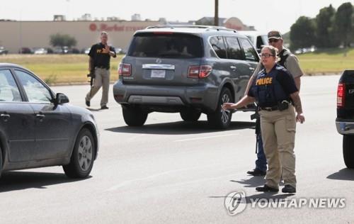 """美경찰 """"텍사스 36세 총격범 AR 총기 사용…테러리즘 연계 없어"""""""