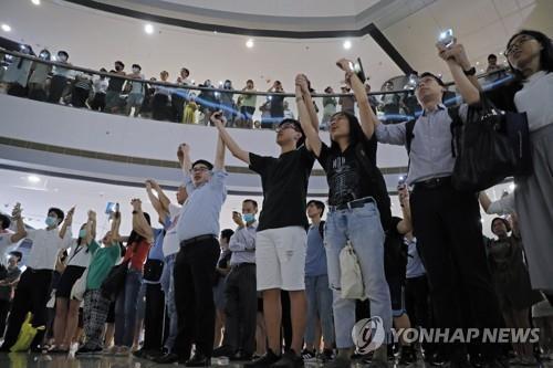 """""""추석 대신 빅토리아피크 시위""""…계속되는 홍콩 민주화 시위(종합)"""
