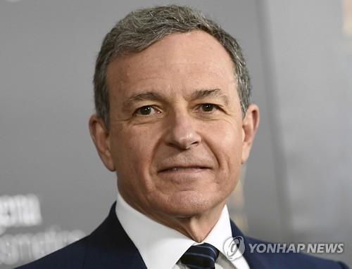 디즈니 아이거 CEO, 애플 이사회 떠나…애플TV+ 발표일에 사임