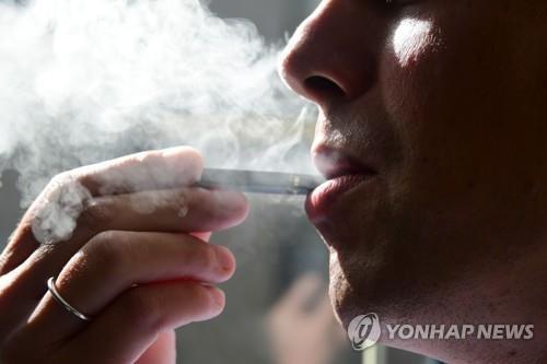 美월마트, 전자담배 판매 중단…대형 유통업체 중 처음