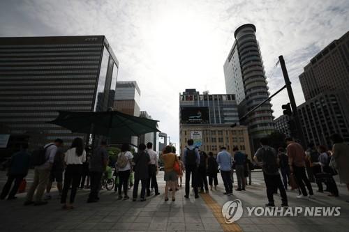 """경기부진속 고용 서프라이즈…정부 """"정책효과 컸다"""""""