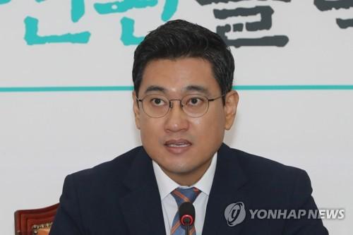 """오신환, 조국 부인 기소에 """"이제 대통령의 시간""""…지명철회 촉구"""