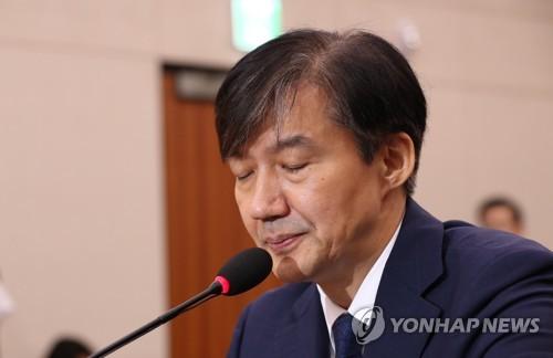 """與, 조국 부인 기소에 """"강한 유감…명백한 검찰권 남용"""""""