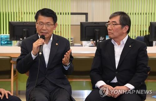 """금융위원장·금감원장 """"DLS 위법사항 엄중조치""""…회동 정례화"""