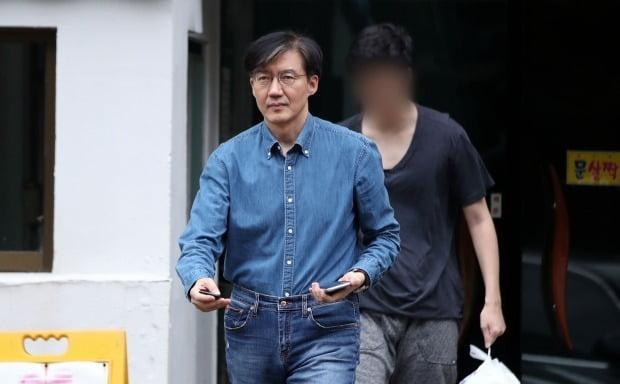 조국 부인 정경심 교수 아이 자존감 무너져…네티즌 온 나라 떠들썩한데 분통 | 한경닷컴