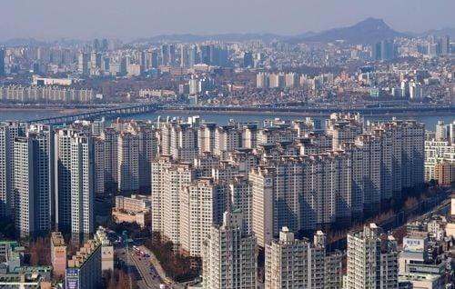 서울 거래 아파트 넷 중 하나는 10억 이상…1년새 비중 2배로(사진=연합뉴스)