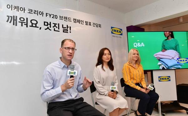 프레드릭 요한슨(왼쪽 첫번째) 이케아코리아 대표가 지난 8월 서울 강남역 근처 팝업스토어에서 열린 기자간담회에 참석했다. [사진=이케아코리아]