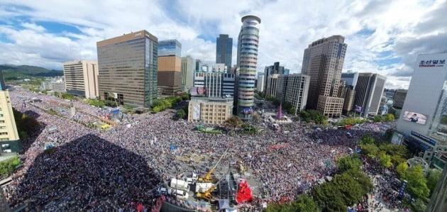 광화문 규탄대회에 몰린 국민들 _ 사진 자유한국당 제공