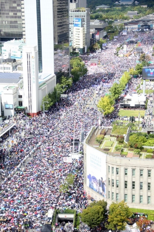 광화문 문재인 조국 규탄대회 참가한 국민들 _ 사진 자유한국당 제공