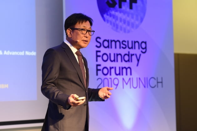 10일(현지시간) 독일에서 열린 '삼성 파운드리 포럼 2019 뮌헨'에서 삼성전자 파운드리 사업부 정은승 사장이 기조 연설을 하고 있다. /삼성전자 제공