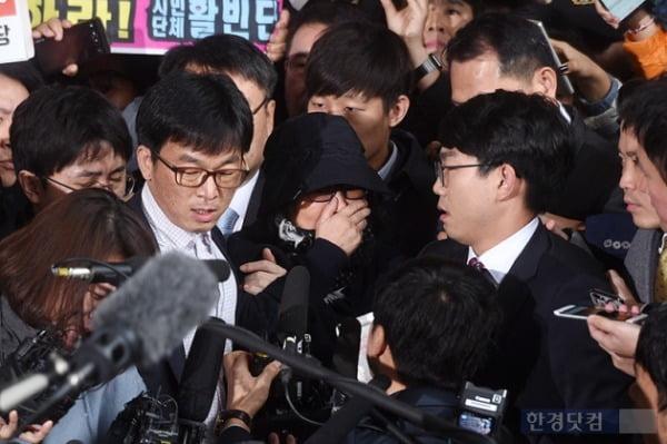 2016년 검찰에 출석한 최순실 씨. 사진=한경DB
