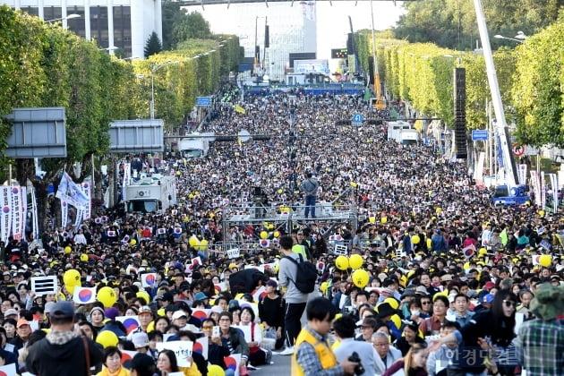 [포토] 서초동 촛불집회에 모인 시민들