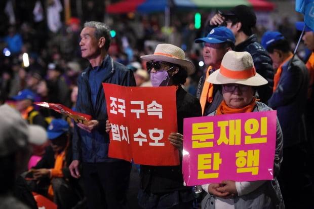 조국 사퇴 후 첫 주말…여의도 촛불집회 vs 광화문 규탄집회