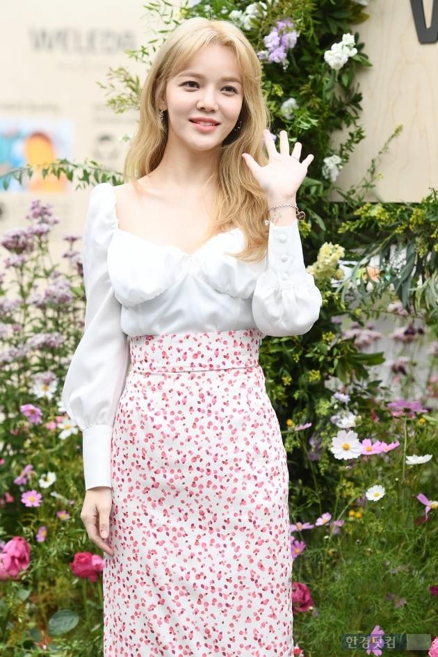 HK직캠|AOA 지민, 만화속에서 나오셨나요…'금발이 잘 어울리는 꽃미모~'