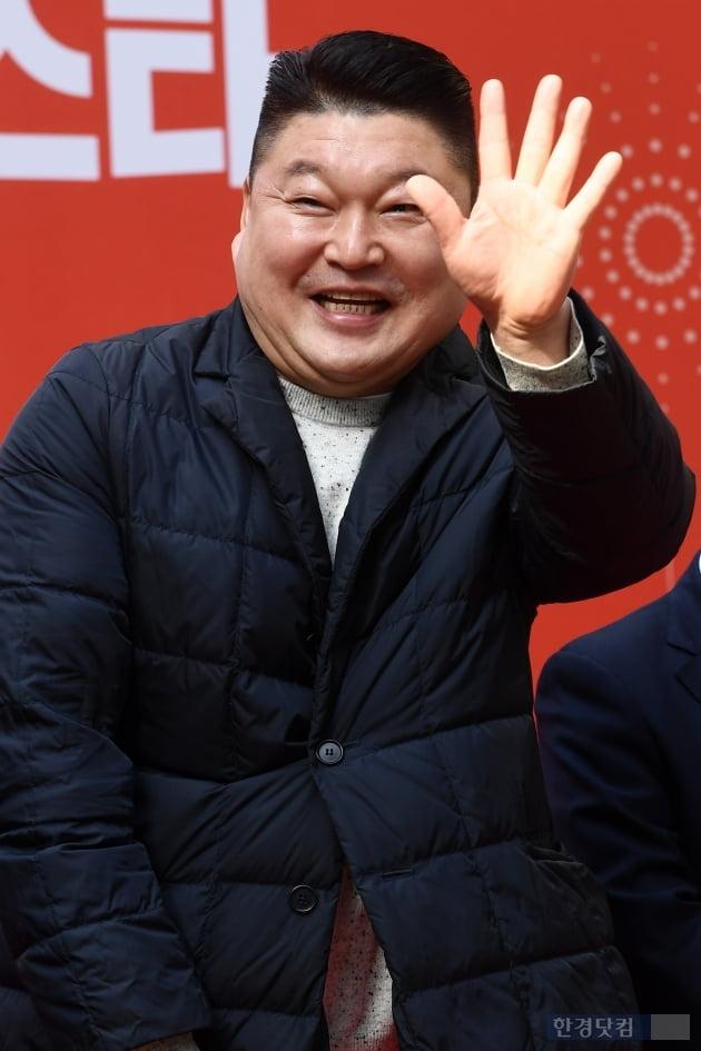 [포토] 강호동, '시민들을 향한 손인사~'