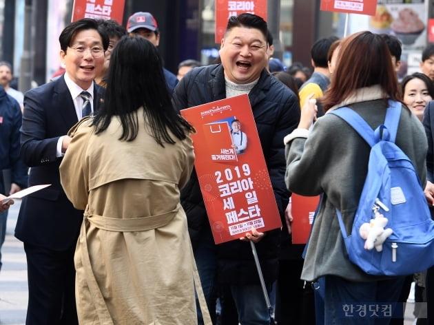 [포토] '2019 코리아세일페스타' 홍보 나선 성윤모 장관-홍보대사 강호동