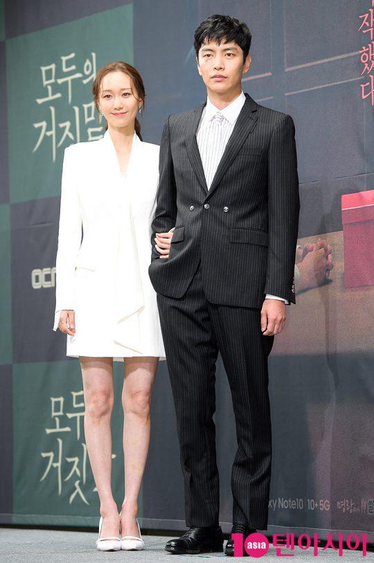 OCN 토일 오리지널 '모두의 거짓말'을 통해 처음으로 호흡을 맞춘 배우 이유영(왼쪽)과 이민기./ 서예진 기자 yejin@