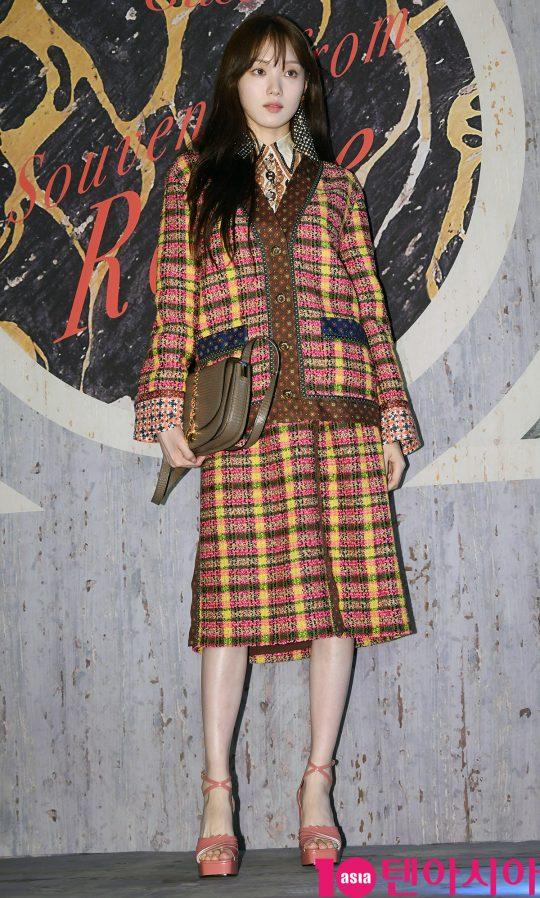 배우 이성경이 1일 오후 서울 계동 한 카페에서 열린 구찌 포토콜 행사에 참석하고 있다.