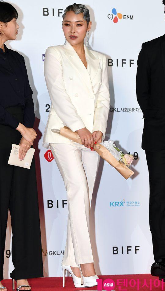 가수 치타가 3일 오후 부산 해운대구 우동 영화의 전당에서 열린 제 24회 부산국제영화제(BIFF) 개막식 레드카펫 행사에 참석하고 있다.