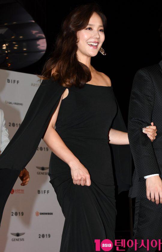 유진이 3일 오후 부산 해운대구 우동 영화의 전당에서 열린 제 24회 부산국제영화제(BIFF) 개막식 레드카펫 행사에 참석하고 있다.