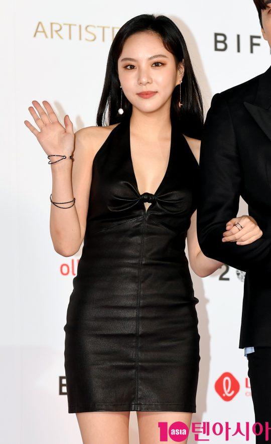 배우 이열음이  3일 오후 부산 해운대구 우동 영화의 전당에서 열린 제 24회 부산국제영화제(BIFF) 개막식 레드카펫 행사에 참석하고 있다.