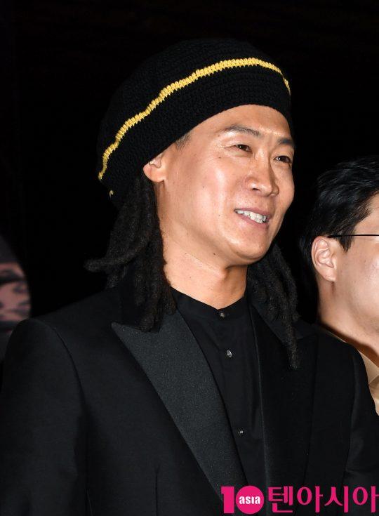 배우 진선규가 3일 오후 부산 해운대구 우동 영화의 전당에서 열린 제 24회 부산국제영화제(BIFF) 개막식 레드카펫 행사에 참석하고 있다.