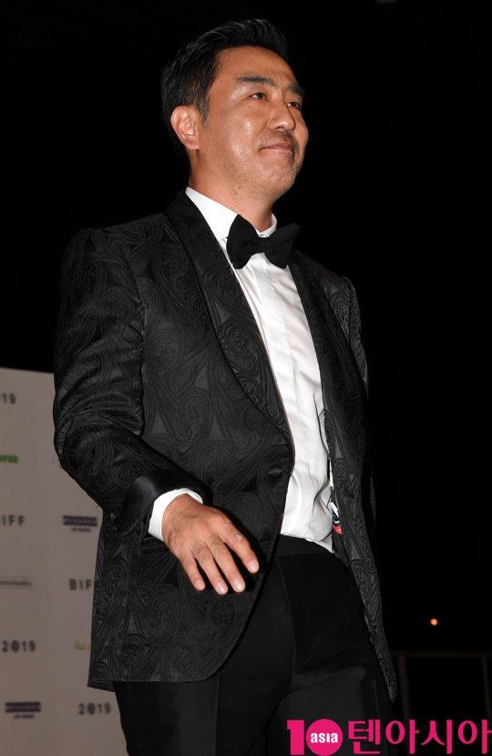 배우 류승룡이  3일 오후 부산 해운대구 우동 영화의 전당에서 열린 제 24회 부산국제영화제(BIFF) 개막식 레드카펫 행사에 참석하고 있다.