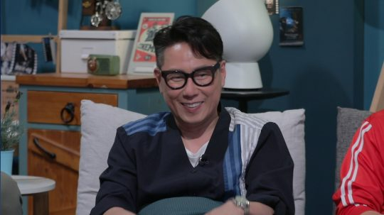 가수 겸 방송인 윤종신. / 제공=JTBC '방구석1열'