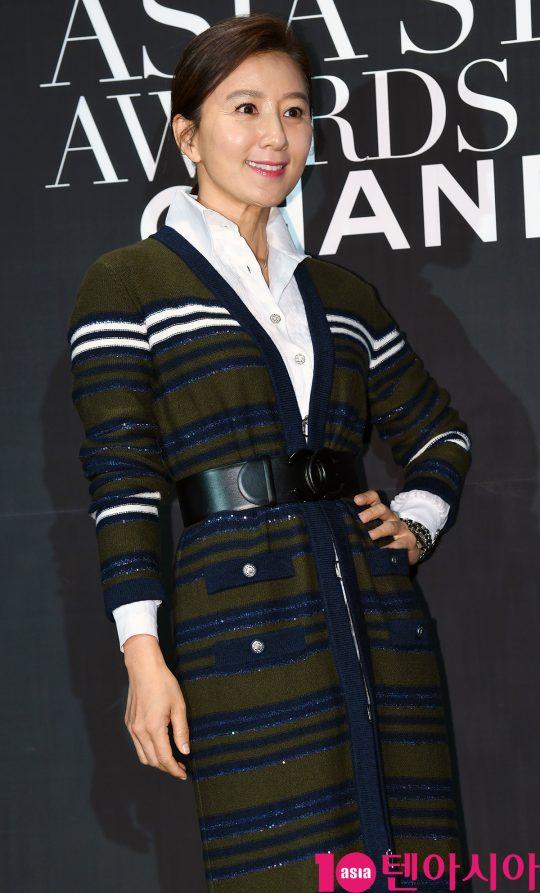 배우 김희애가 5일 오후 부산 해운대구 파라다이스호텔 부산에서 열린 '제 7회 아시아 스타 어워즈' 행사에 참석하고 있다.
