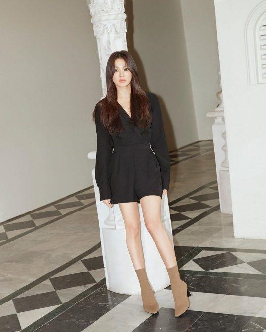 [TEN 이슈] 송혜교, 이혼 3개월만에 SNS 재가동...짙은 화장+변함없는 미모