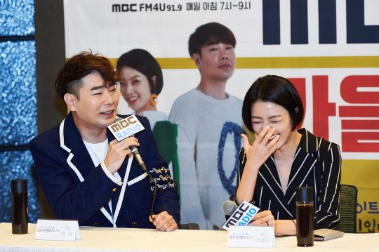 가수 뮤지(왼쪽)와 개그우먼 안영미./사진제공=MBC