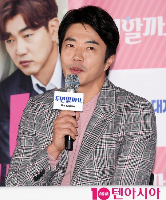 배우 권상우가 8일 오후 서울 한강로 CGV용산아이파크몰에서 열린 영화 '두번할까요' 언론시사회에서 영화에 대해 설명하고 있다. /조준원 기자 wizard333@
