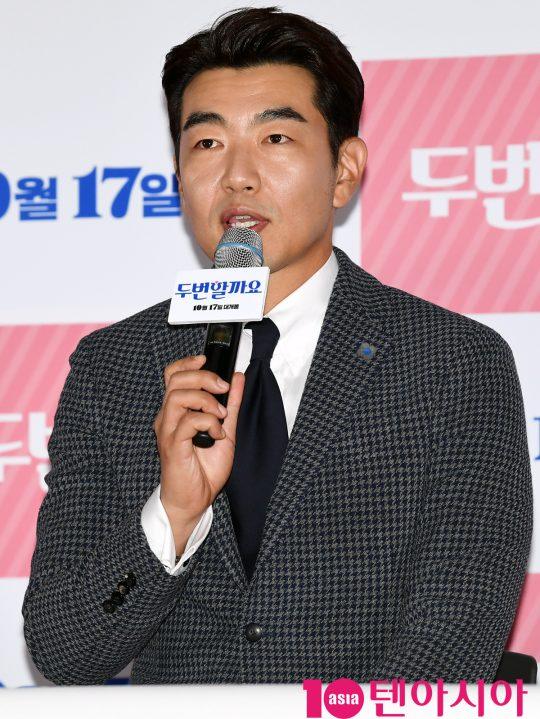배우 이종혁이 8일 오후 서울 한강로 CGV용산아이파크몰에서 열린 영화 '두번할까요' 언론시사회에 참석했다. /조준원 기자 wizard333@