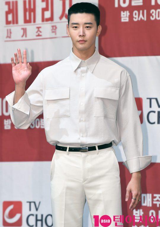[TEN PHOTO]김권 '용병포스 철철'