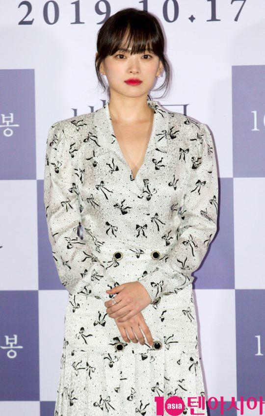 배우 천우희가 11일 오후 서울 한강로3가 CGV 용산아이파크몰점에서 열린 영화 '버티고' 언론시사회에 참석하고 있다.