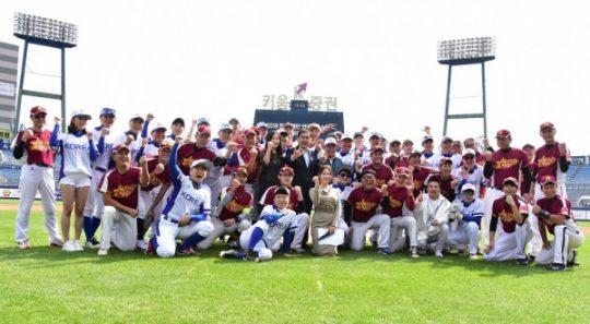 지난해 창원에서 열린 한국·대만 연예인 야구대회에 출전한 선수들/사진=한스타미디어 제공