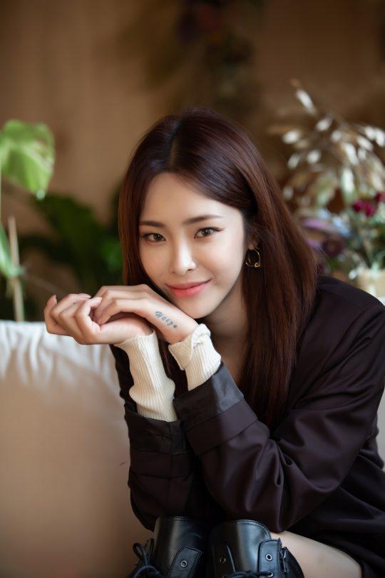 13일 오후 6시 다섯 번째 미니앨범 '만추'를 발표하는 가수 헤이즈. / 사진제공=스튜디오 블루