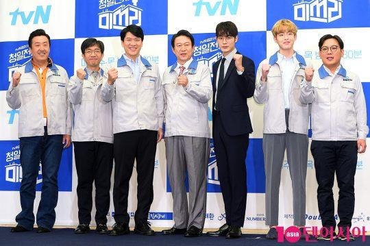 배우 현봉식(왼쪽부터), 이화룡, 김상경, 김응수, 차서원, 김도연, 김기남