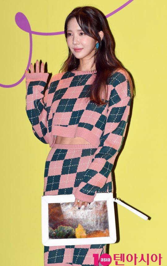 모델 겸 배우 이연화가 15일 오후 서울 동대문디자인플라자에서 열린 '2020 S/S 서울패션위크' 얼킨 컬렉션에 참석하고 있다.