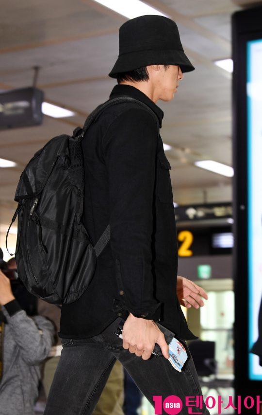 동방신기(TVXQ) 멤버 유노윤호가 16일 오후 일본 해외일정을 마치고 김포국제공항을 통해 입국하고 있다.